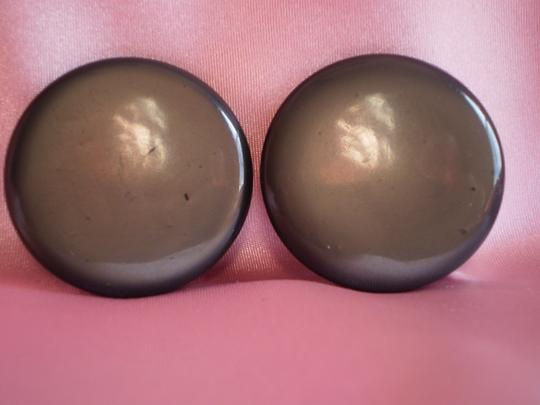 Preload https://item4.tradesy.com/images/vintage-button-clip-on-earrings-165078-0-0.jpg?width=440&height=440