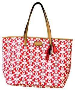 Coach Signature C Canvas Tote in Red white