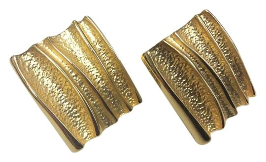 Preload https://img-static.tradesy.com/item/16516612/gold-square-studs-modern-wavy-line-detail-contemporary-classic-earrings-0-1-540-540.jpg