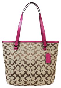 Coach Tote in Khaki/Cranberry