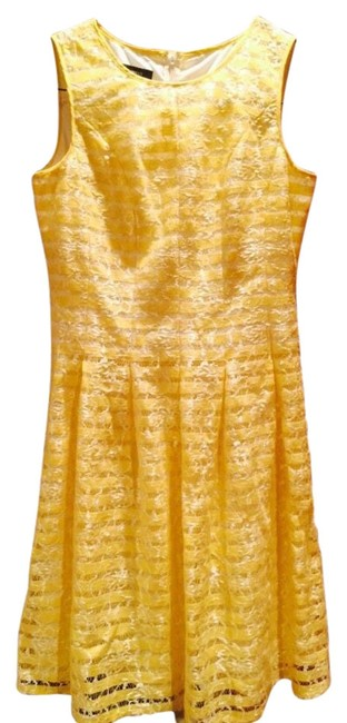 Item - Yellow and White Above Knee Short Casual Dress Size 2 (XS)