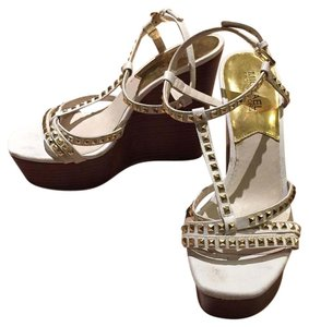 MICHAEL Michael Kors Sandal Summer Leather White with gold studs Wedges