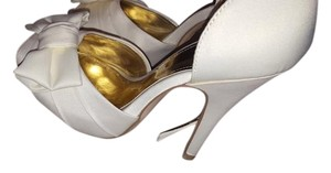 Unforgettable moments Ivory Pumps