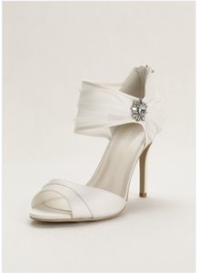 David's Bridal Chiffon Riches W Crystal Embellishment 7 1/2 Wedding Shoes
