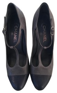 Chanel Leather navy and gray Pumps