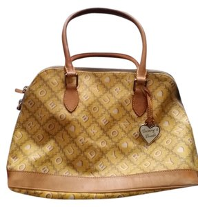 Dooney & Bourke Tote in Yellow and tan