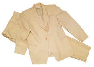 Giorgio Armani Le Colleztioni Vintage Winter White Wool Single Button Pant Suit