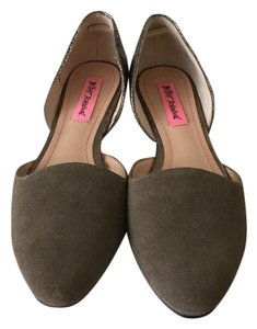 Betsey Johnson Taupe Flats