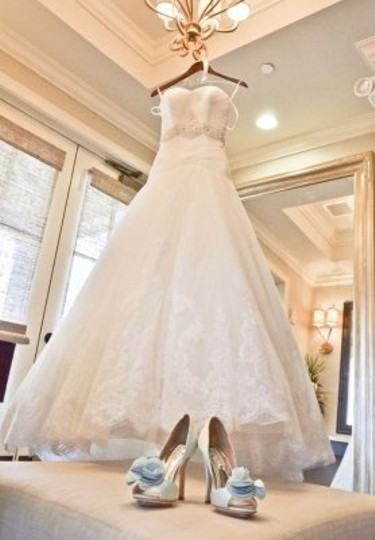 Enzoani White Tulle & Italian Lace Detail W/ Beaded Belt Darwin / Blue Traditional Wedding Dress Size 0 (XS)