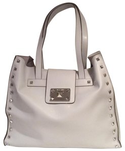 Vince Camuto Tote in Pale Grey