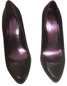 Express Black Pumps