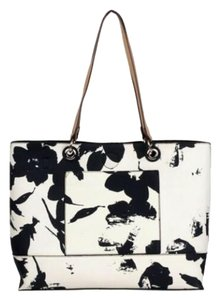 Wilsons Leather Tote in White/Black