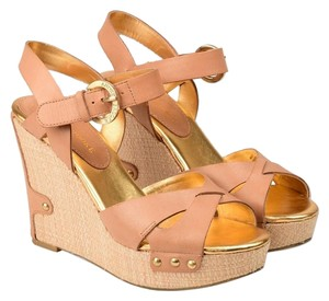 Audrey Brooke NUDE BEIGE GOLD LEATHER Wedges