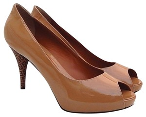 Fendi Beige / Taupe Pumps
