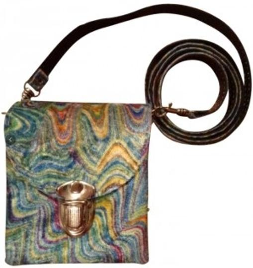 Preload https://img-static.tradesy.com/item/165673/claire-s-swirl-bohemian-hippie-velvet-cross-body-bag-0-0-540-540.jpg