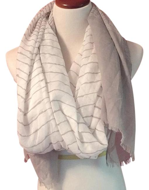 Item - White and Grey Scarf/Wrap