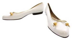Salvatore Ferragamo Gold Leather Bow White Formal