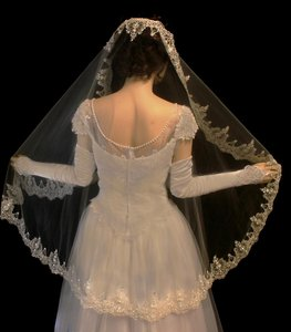 Diamond White French Lace Mantilla Fingertip Wedding Veil