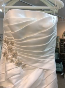 Pronovias Ivory Satin Daina Modern Wedding Dress Size 10 (M)