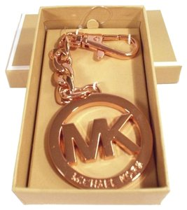 Michael Kors Logo Medallion Key Chain Fob Hang Tag NWT Rose Gold w/ Gift Box