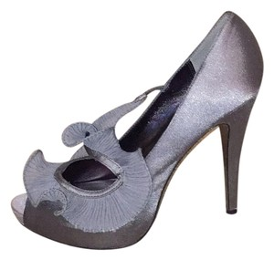 Charles David Silver/grey Pumps