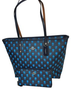 Coach Tote in Midnight Blue