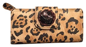 Jessica Simpson Wristlet in Tan And Black