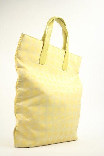 Chanel Neverfull Sac Plat Tote in YEllow