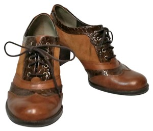 Naturalizer Leather Oxford Lace Up brown Pumps
