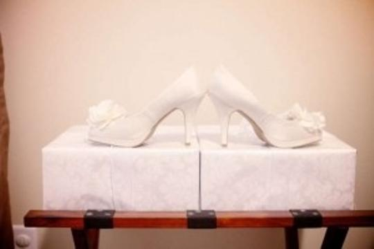 Kenneth Cole Ivory Platforms Size US 8.5
