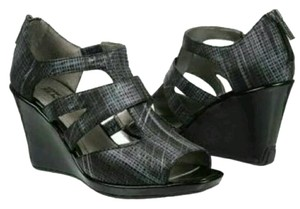 Kenneth Cole Black and silver Wedges