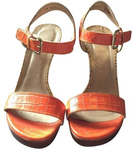 Stuart Weitzman Orange/Tan Sandals
