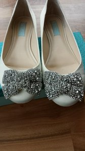 Betsey Johnson Cream Silver Blue By Sb-forever Flat Formal Size US 8.5 Regular (M, B)