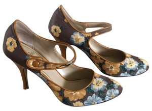 Linea Paolo Taupe floral Pumps