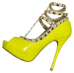 Wild Diva Heels STUDDED LEMON YELLOW PUMPS Platforms