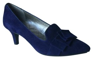Me Too Pump Low Heel Navy Pumps