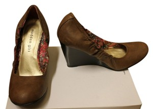 Madden Girl Synched Brown Wedges