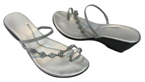 Coconuts Size 10.00 M Rhinestones Good Condition Silver Sandals