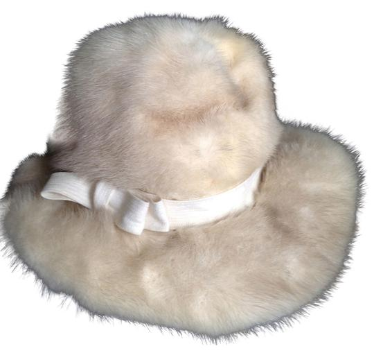 Preload https://item1.tradesy.com/images/amrbose-salon-lord-and-taylor-s-white-fur-hat-vintage-with-brim-and-ribbon-25-circumference-1660855-0-0.jpg?width=440&height=440