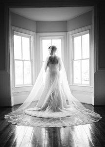 Gorgeous 1 Tier Cathedral Lace Veil With Comb