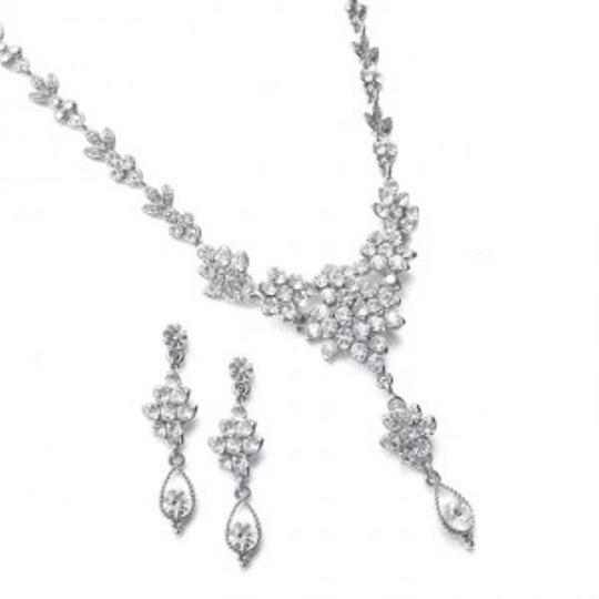 Preload https://item2.tradesy.com/images/mariell-silver-crystal-cluster-prom-jewelry-set-166256-0-0.jpg?width=440&height=440