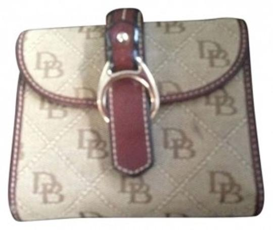 Preload https://item2.tradesy.com/images/dooney-and-bourke-brown-signature-wallet-166261-0-0.jpg?width=440&height=440