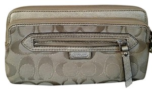 Coach EUC Coach Daisy Outlined Double zip Wallet/Wristlet F49457