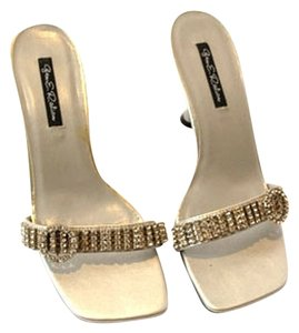 Gen E Ration Pumps Diamonds Gems Clear/White Sandals