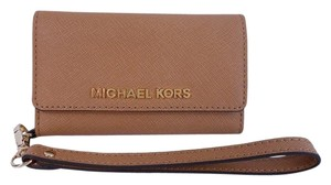 Michael Kors Electronics Phone Case Wristlet in Peanut Brown