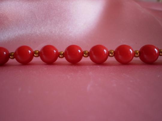 Preload https://item2.tradesy.com/images/coral-and-goldtone-beads-necklace-166311-0-0.jpg?width=440&height=440