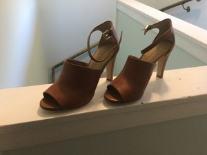 Banana Republic Classic High-heeled Tan Open-toe Birch Mules