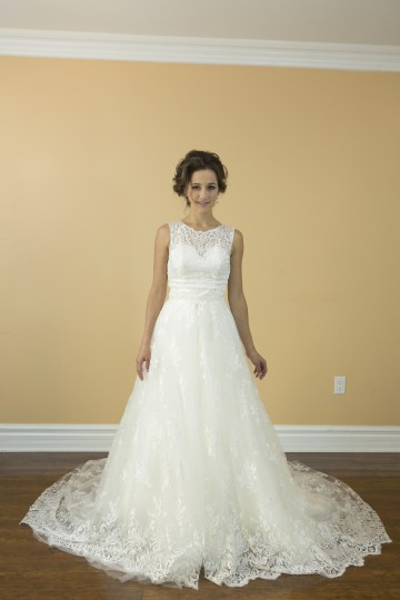 White Lace Satin Handmade In with Detachable Skirt and Cover Top Modern Wedding Dress Size 4 (S)