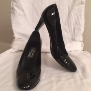 Salvatore Ferragamo Patent Leather Alligator Leather Formal Black Pumps