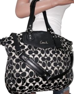 Coach Satchel in Black/grey Signature